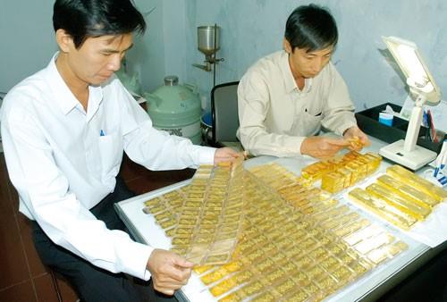 Tái nhập 9 tấn vàng bình ổn thị trường ảnh 1