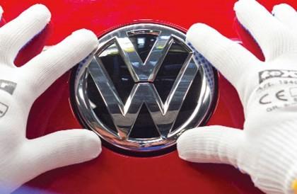 Cảnh sát Đức khám xét trụ sở Volkswagen ảnh 1