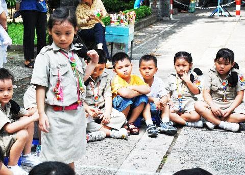Trẻ em chơi hè ảnh 3