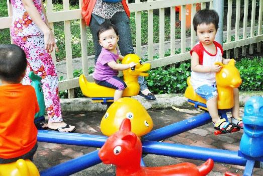 Trẻ em chơi hè ảnh 4