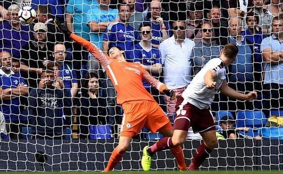 ''Địa chấn'' tại Stamford Bridge, Chelsea bất ngờ gục ngã trước Burnley ảnh 1