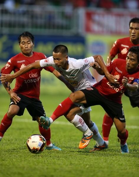 Vòng 18 V-League 2017 – Thăng và trầm ảnh 2