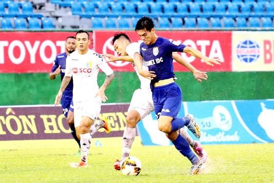 Điểm nhấn vòng 20 V-League 2017: Khánh Hòa và Bình Dương  ảnh 1