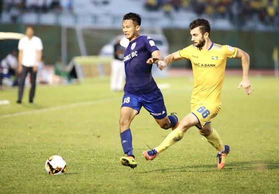 """Trọng tài Nhật Bản sẽ điều khiển trận """"chung kết"""" của vòng 21 V-League 2017 ảnh 1"""