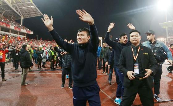 """SVĐ Mỹ Đình """"không ngủ"""" trong đêm vinh danh U23 Việt Nam ảnh 4"""