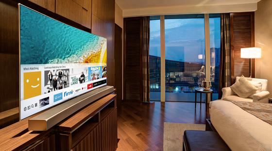 Thưởng thức TV QLED ở khách sạn 5 sao ảnh 1