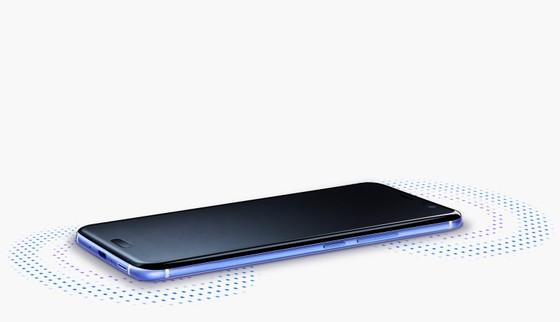 HTC U11 với khả năng bóp để thao tác, màu sắc biến ảo ảnh 3