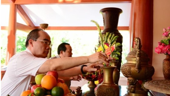 Bí thư Thành ủy TPHCM Nguyễn Thiện Nhân làm việc và thăm gia đình chính sách tại Cà Mau ảnh 1