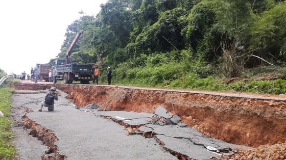 Xuất 1.000 rọ đá để khắc phục sự cố sụt lún Quốc lộ 28B ảnh 1