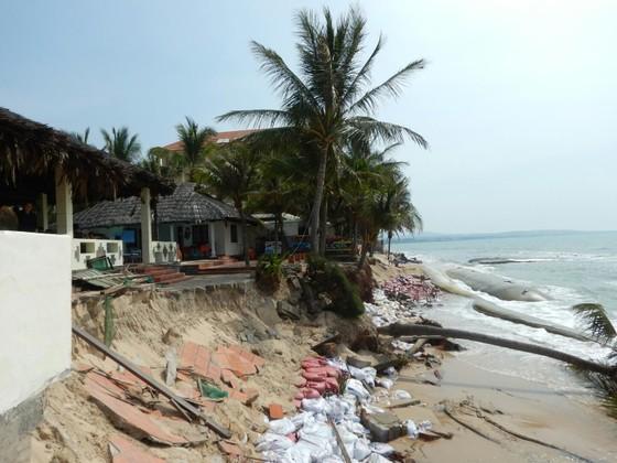 """""""Thủ đô resort"""" tan hoang do bị biển xâm thực ảnh 2"""