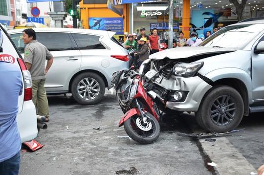 TP HCM: Tai nạn liên hoàn trên đường Phan Xích Long, kẹt xe kéo dài - Ảnh 1.