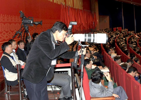 Bộ trưởng Bộ TT-TT: Bút sắc, lòng trong và trách nhiệm xã hội ảnh 1