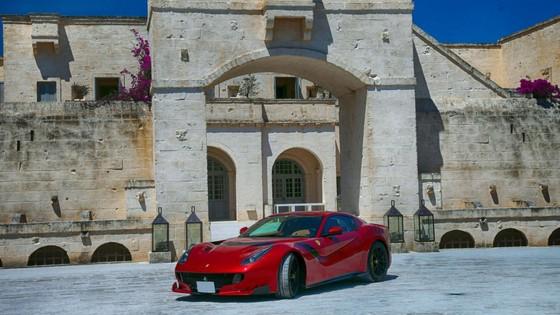 Sieu xe hiem LaFerrari Aperta hoi ngo hon 100 chiec Ferrari hinh anh 7