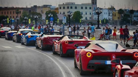 Sieu xe hiem LaFerrari Aperta hoi ngo hon 100 chiec Ferrari hinh anh 2