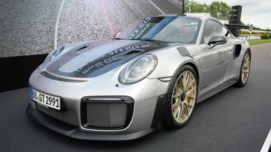 Porsche 911 GT2 RS 2018 - chiec 911 manh me nhat lich su hinh anh 1
