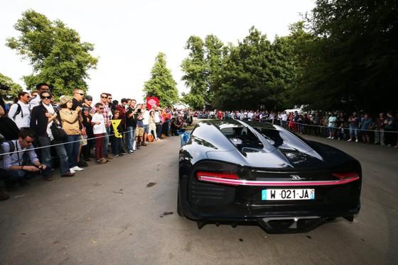 Cuoc hoi ngo dan sieu xe Bugatti hon 9.000 ma luc hinh anh 5
