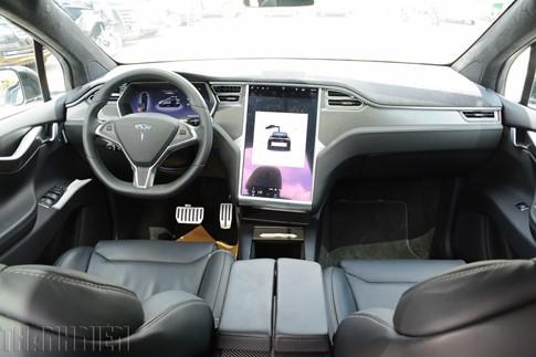 Xe SUV chạy điện Tesla Model X P100D đầu tiên về TP.HCM - ảnh 4