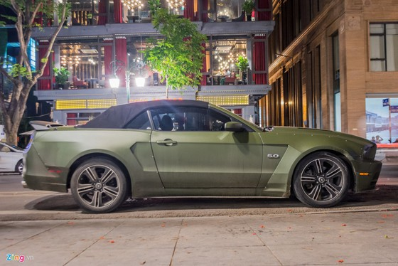 Ford Mustang ban dac biet tren duong pho Ha Noi hinh anh 1