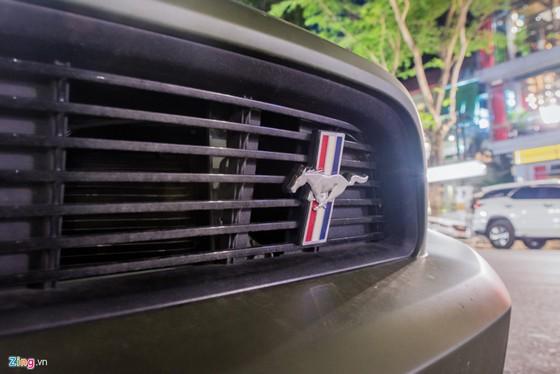 Ford Mustang ban dac biet tren duong pho Ha Noi hinh anh 6