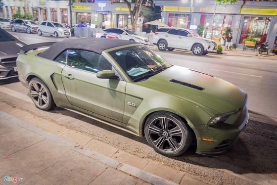 Ford Mustang ban dac biet tren duong pho Ha Noi hinh anh 2