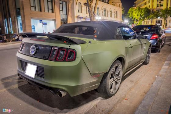 Ford Mustang ban dac biet tren duong pho Ha Noi hinh anh 3