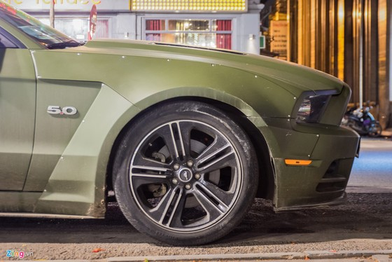 Ford Mustang ban dac biet tren duong pho Ha Noi hinh anh 5
