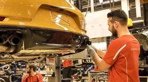 Khám phá quá trình sản xuất Porsche 911 phiên bản giới hạn - ảnh 1