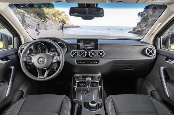 Mercedes-Benz trinh lang xe ban tai hang sang hinh anh 6