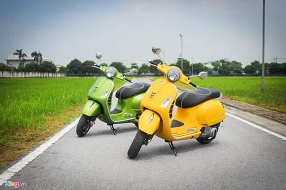 Vespa GTS Super 300 re bang nua Honda SH 300i tai Viet Nam hinh anh 1