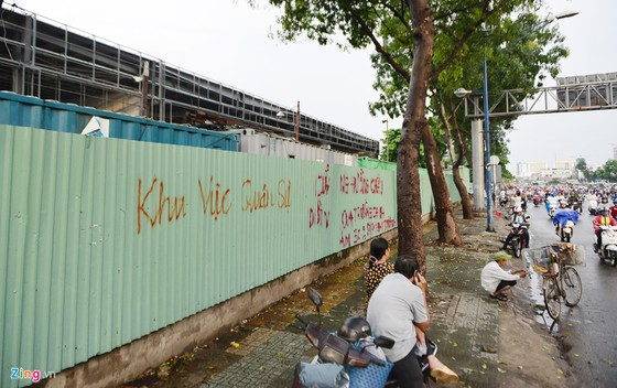 Can canh hang chuc kiot, cay xang giap san bay Tan Son Nhat hinh anh 12