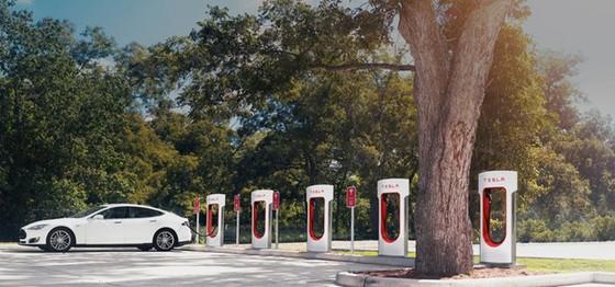 Tesla lam thay doi nen cong nghiep oto hinh anh 2