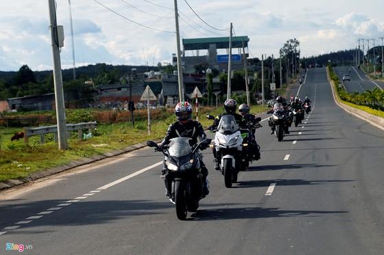 Hanh trinh 2.000 km xe doc mien Trung tren xe Kawasaki hinh anh 1