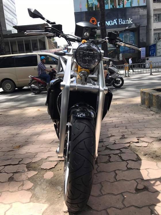 Siêu mô tô tiền tỷ Ariel Ace tái xuất trên phố Sài thành - Ảnh 10.