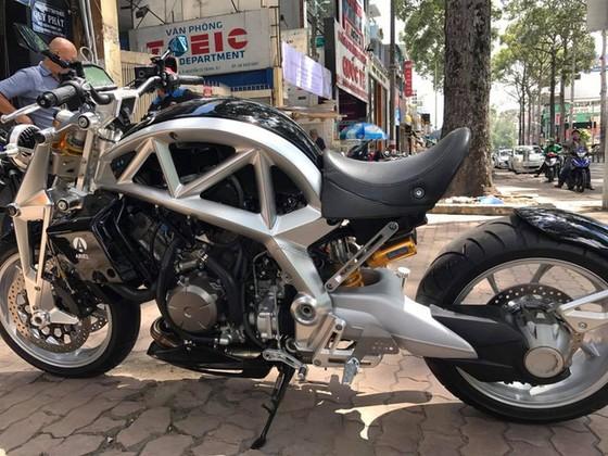 Siêu mô tô tiền tỷ Ariel Ace tái xuất trên phố Sài thành - Ảnh 1.