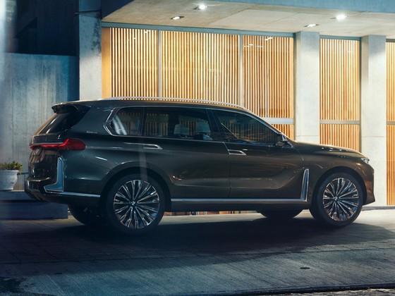 Diện kiến SUV hạng sang 7 chỗ BMW X7 iPerformance hoàn toàn mới - Ảnh 1.