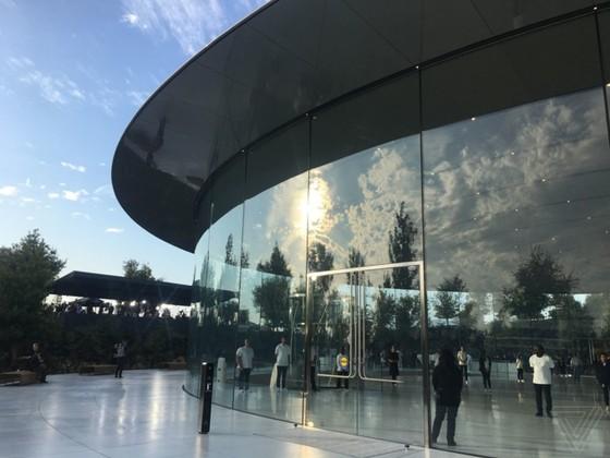 iPhone 8/8 Plus và iPhone X chính thức được ra mắt ảnh 118