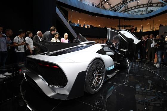 Vẻ đẹp xuất sắc của xe đua Công thức 1 đường phố Mercedes-AMG Project One ngoài đời thực - Ảnh 6.