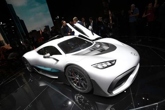 Vẻ đẹp xuất sắc của xe đua Công thức 1 đường phố Mercedes-AMG Project One ngoài đời thực - Ảnh 7.