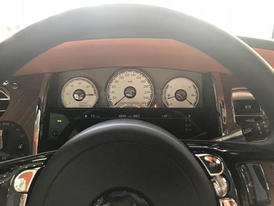 Rolls-Royce Dawn 25 tỷ Đồng bất ngờ xuất hiện tại Sài thành - Ảnh 17.