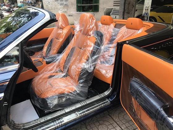Rolls-Royce Dawn 25 tỷ Đồng bất ngờ xuất hiện tại Sài thành - Ảnh 8.