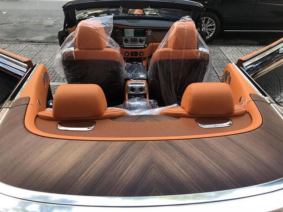 Rolls-Royce Dawn 25 tỷ Đồng bất ngờ xuất hiện tại Sài thành - Ảnh 10.