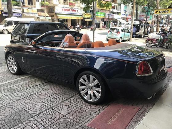 Rolls-Royce Dawn 25 tỷ Đồng bất ngờ xuất hiện tại Sài thành - Ảnh 5.