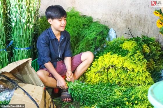 Vất vả trăm phận đời mưu sinh giữa chợ đêm Sài Gòn ảnh 20