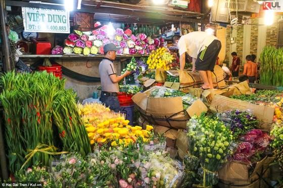 Vất vả trăm phận đời mưu sinh giữa chợ đêm Sài Gòn ảnh 21