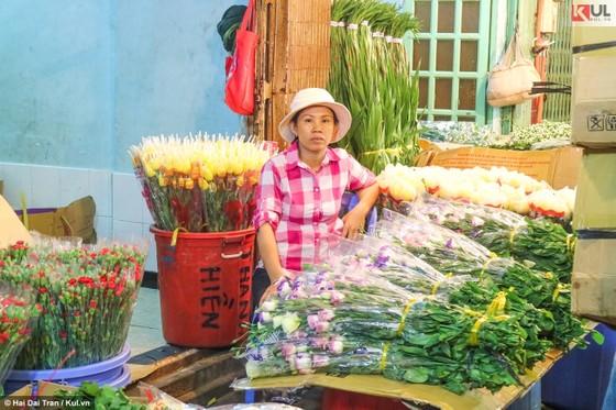 Vất vả trăm phận đời mưu sinh giữa chợ đêm Sài Gòn ảnh 22