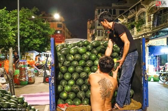 Vất vả trăm phận đời mưu sinh giữa chợ đêm Sài Gòn ảnh 9