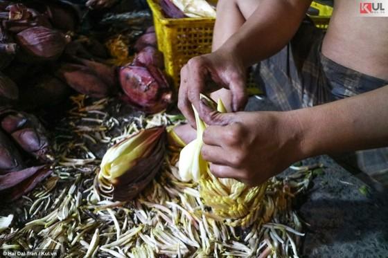 Vất vả trăm phận đời mưu sinh giữa chợ đêm Sài Gòn ảnh 15