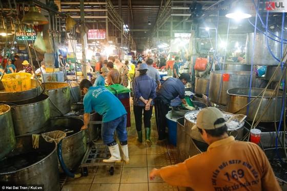 Vất vả trăm phận đời mưu sinh giữa chợ đêm Sài Gòn ảnh 5