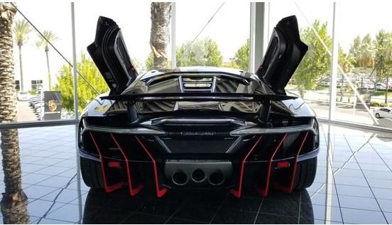 Đây là chiếc Lamborghini Centenario đầu tiên trên thế giới được rao bán - Ảnh 4.