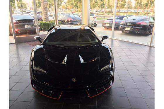 Đây là chiếc Lamborghini Centenario đầu tiên trên thế giới được rao bán - Ảnh 2.